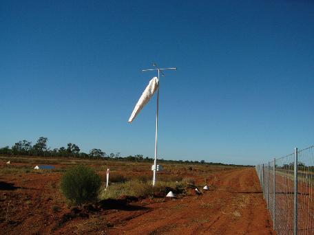 web/images/products/solar-windsock-light-kit/AV-09-4WL_Img1_1000x900.jpg